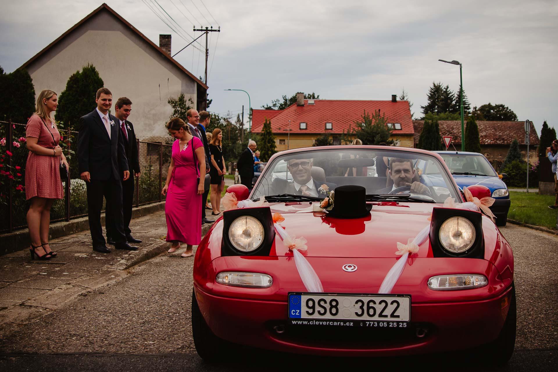 svatební-fotograf-zámek-Kačina-svatebni-fotograf-Kutná-Hora-68