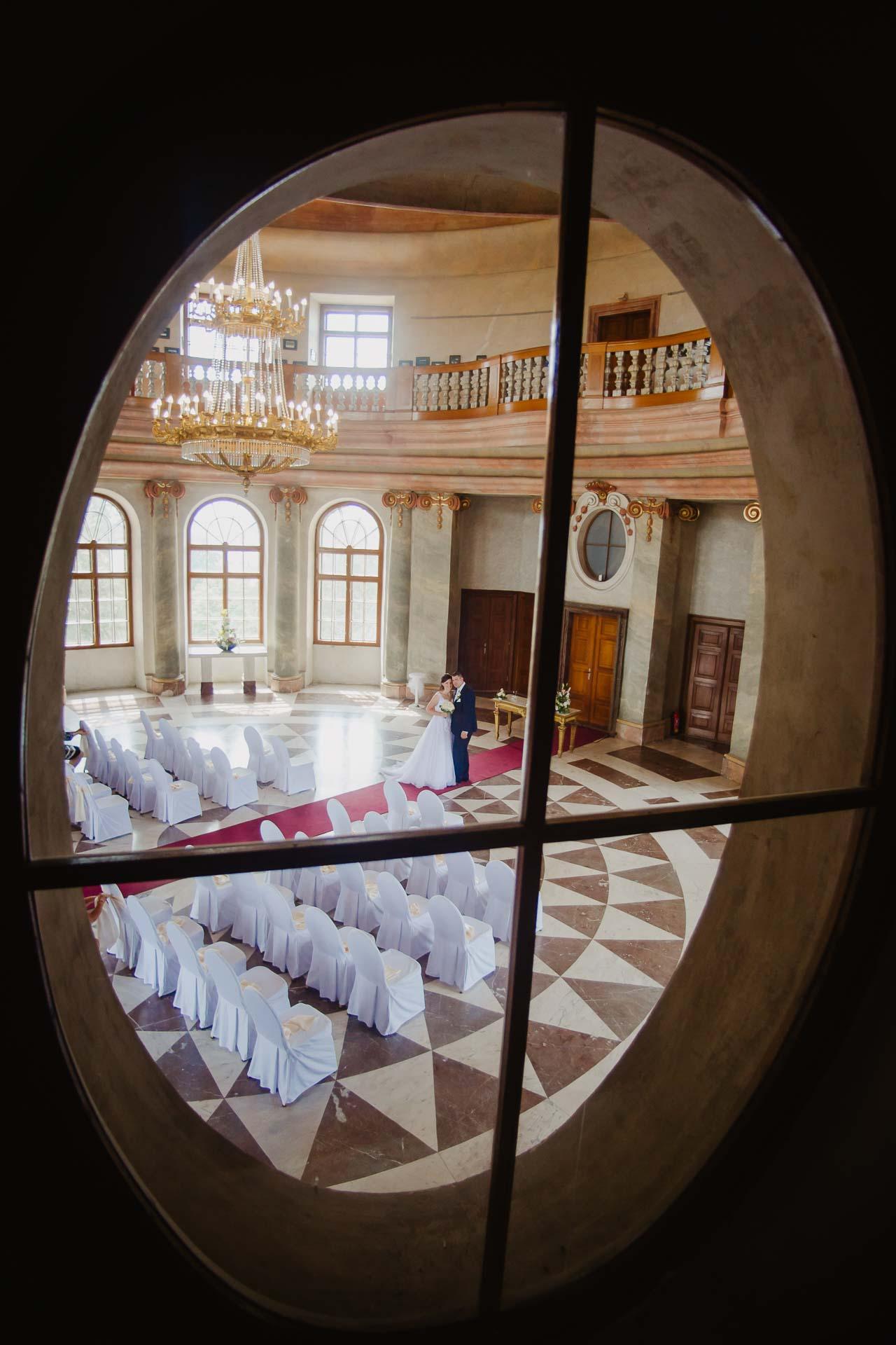 Svatební-fotograf-zámek-Karlova-Koruna-Chlumec-nad-Cidlinou-102