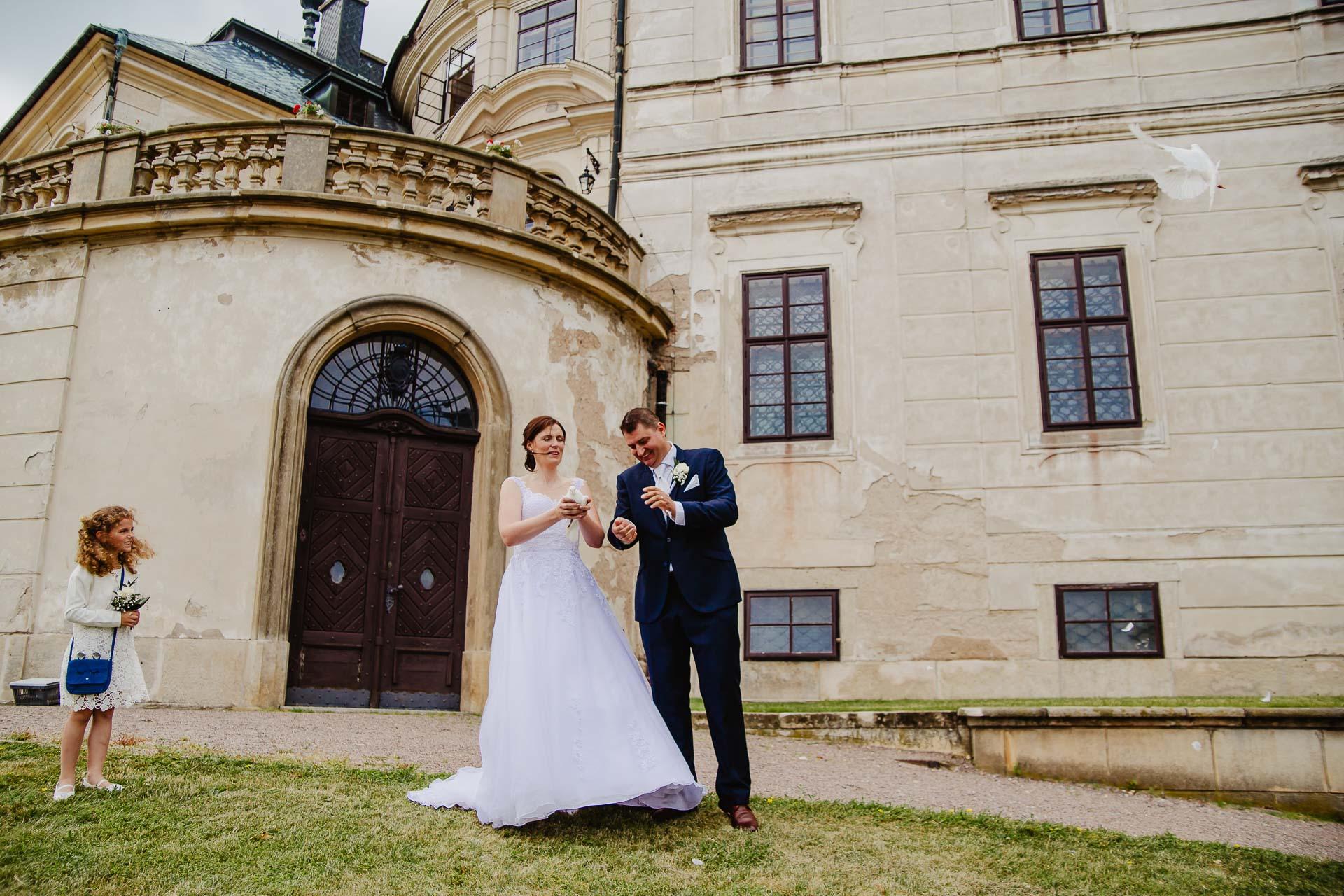 Svatební-fotograf-zámek-Karlova-Koruna-Chlumec-nad-Cidlinou-117