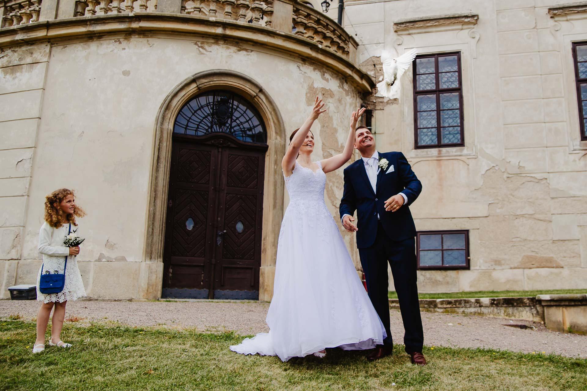 Svatební-fotograf-zámek-Karlova-Koruna-Chlumec-nad-Cidlinou-118