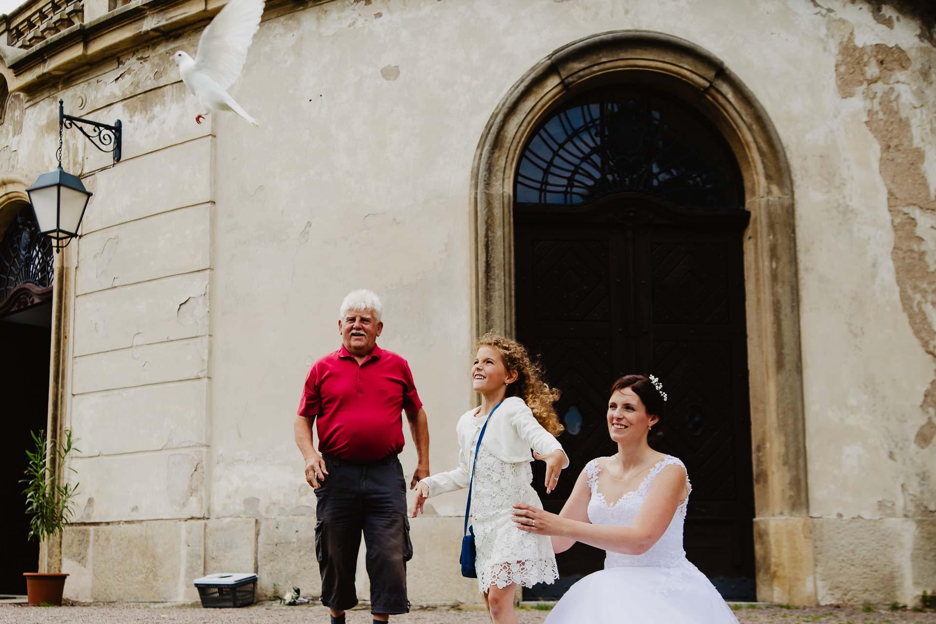 Svatební-fotograf-zámek-Karlova-Koruna-Chlumec-nad-Cidlinou-123