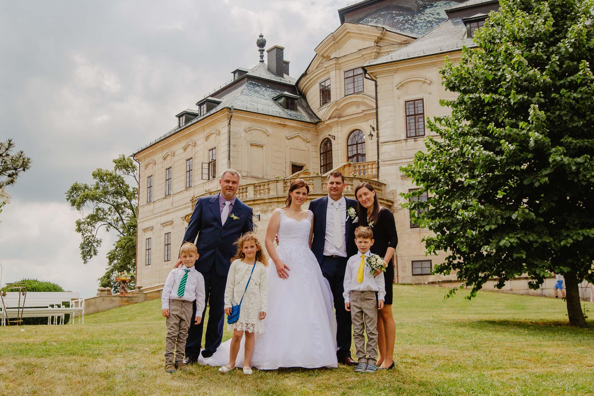 Svatební-fotograf-zámek-Karlova-Koruna-Chlumec-nad-Cidlinou-142