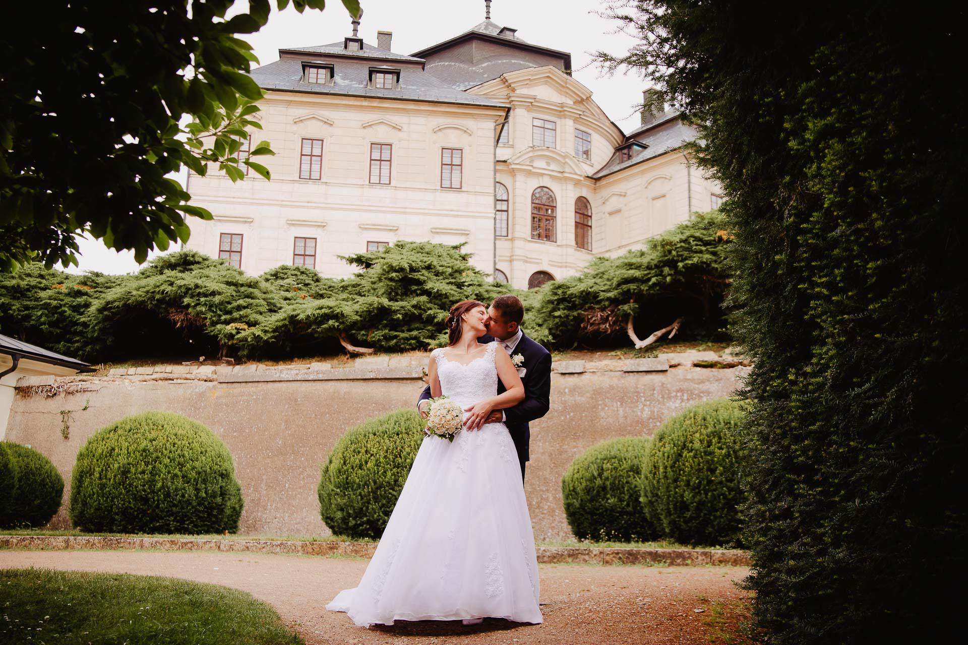 Svatební-fotograf-zámek-Karlova-Koruna-Chlumec-nad-Cidlinou-151