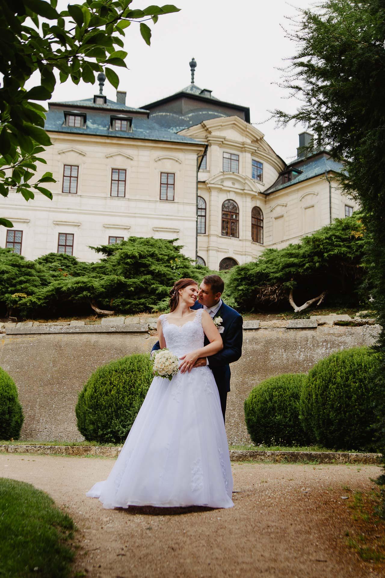 Svatební-fotograf-zámek-Karlova-Koruna-Chlumec-nad-Cidlinou-152