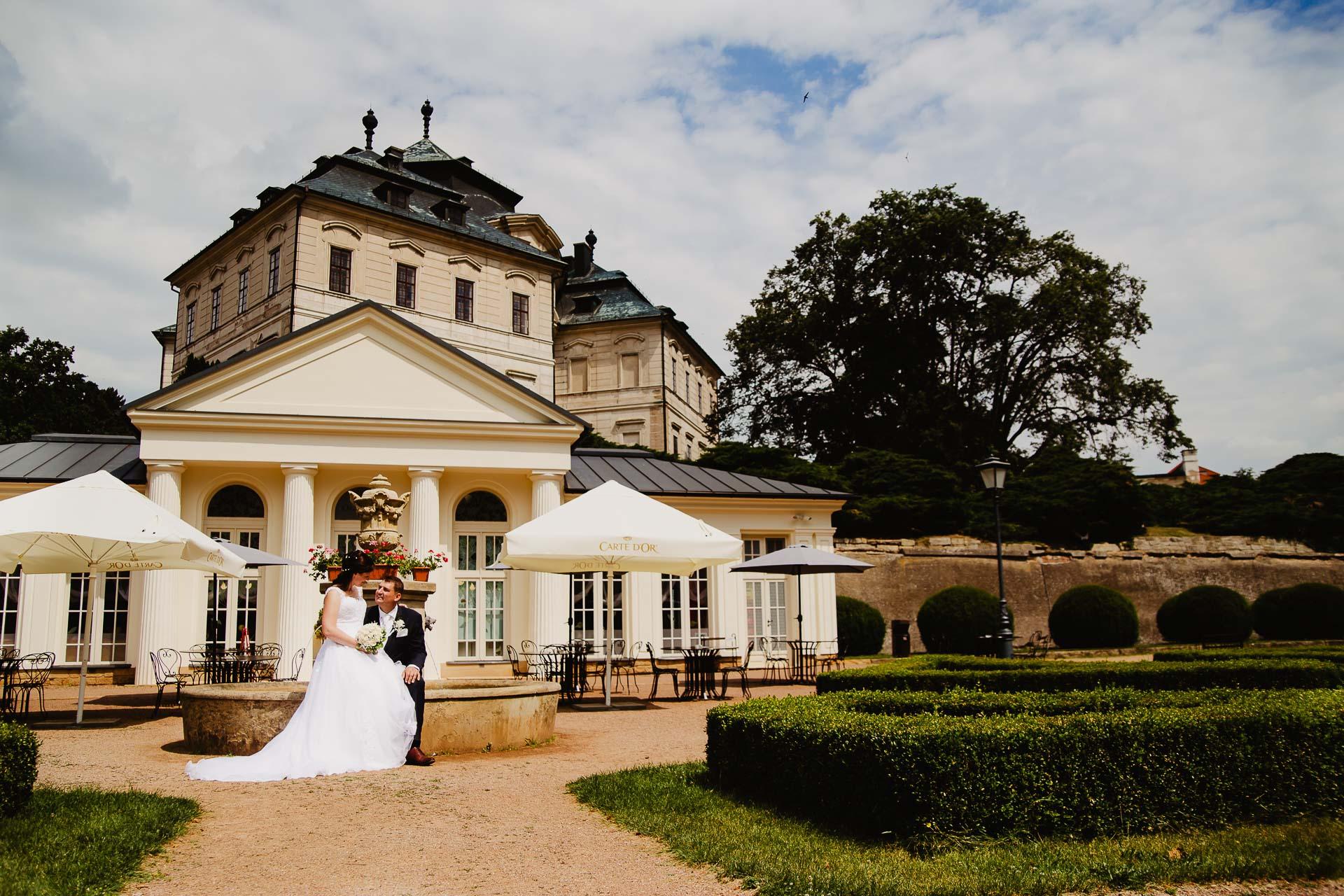 Svatební-fotograf-zámek-Karlova-Koruna-Chlumec-nad-Cidlinou-160