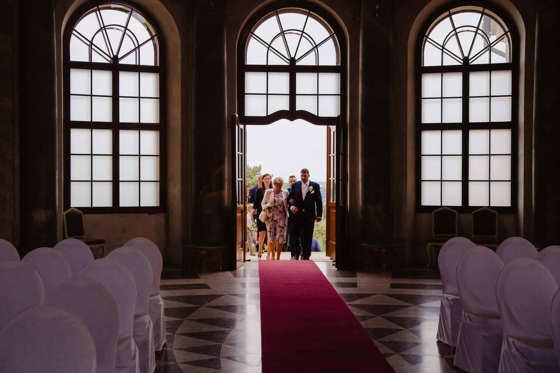Svatební-fotograf-zámek-Karlova-Koruna-Chlumec-nad-Cidlinou-17