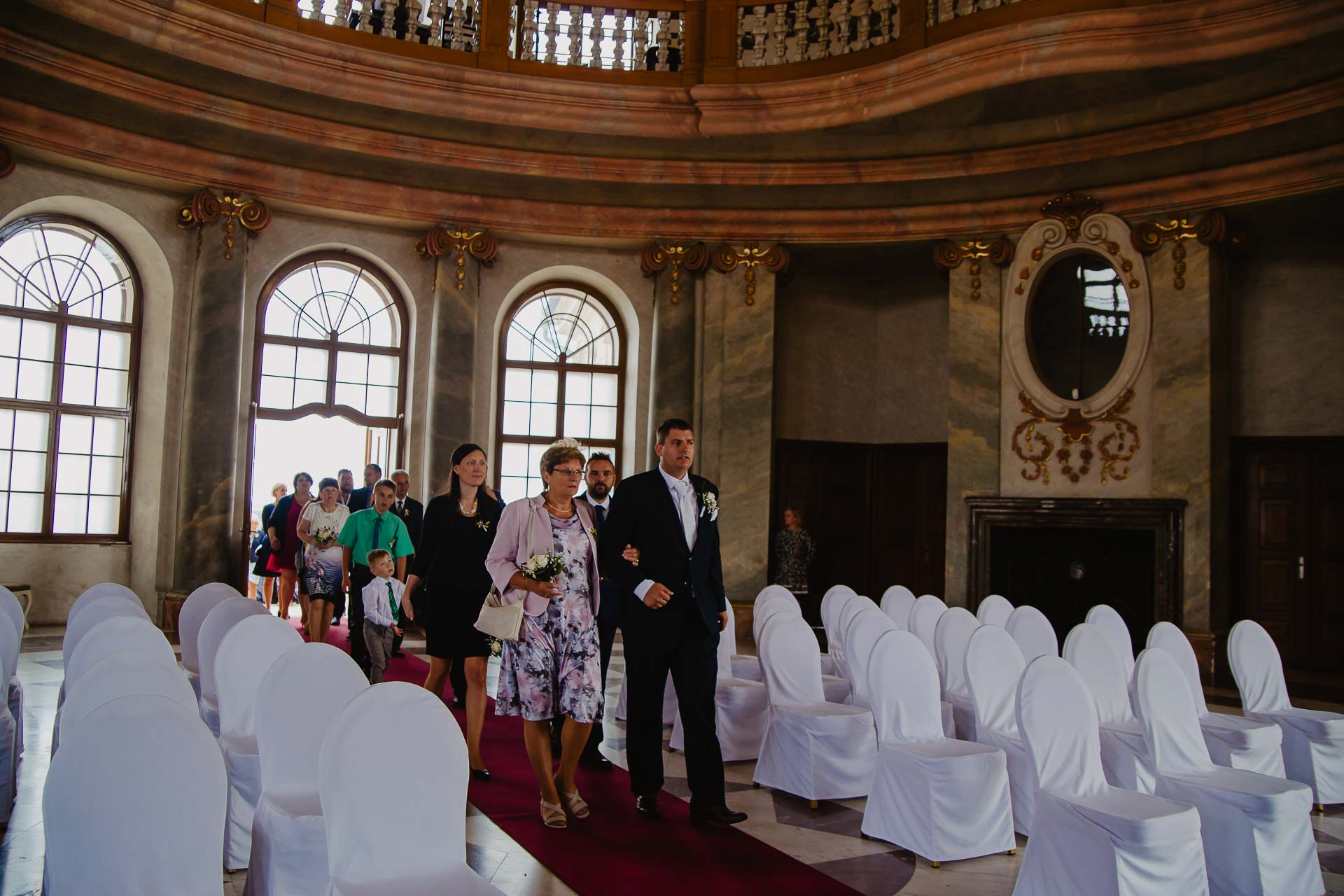 Svatební-fotograf-zámek-Karlova-Koruna-Chlumec-nad-Cidlinou-18