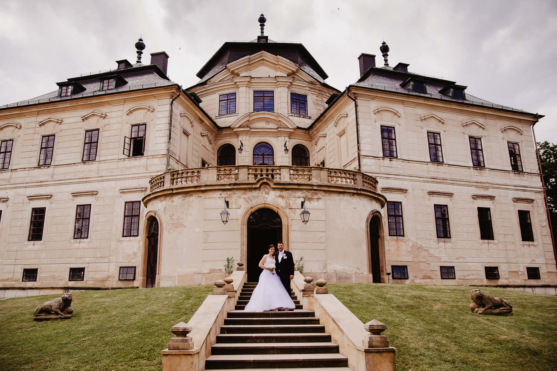 Svatební-fotograf-zámek-Karlova-Koruna-Chlumec-nad-Cidlinou-184
