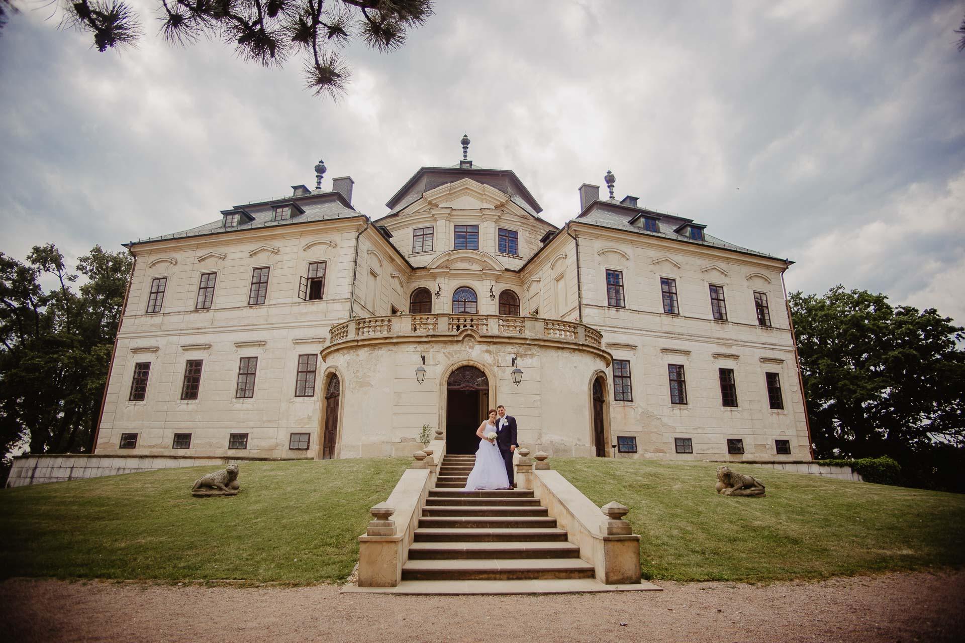 Svatební-fotograf-zámek-Karlova-Koruna-Chlumec-nad-Cidlinou-186