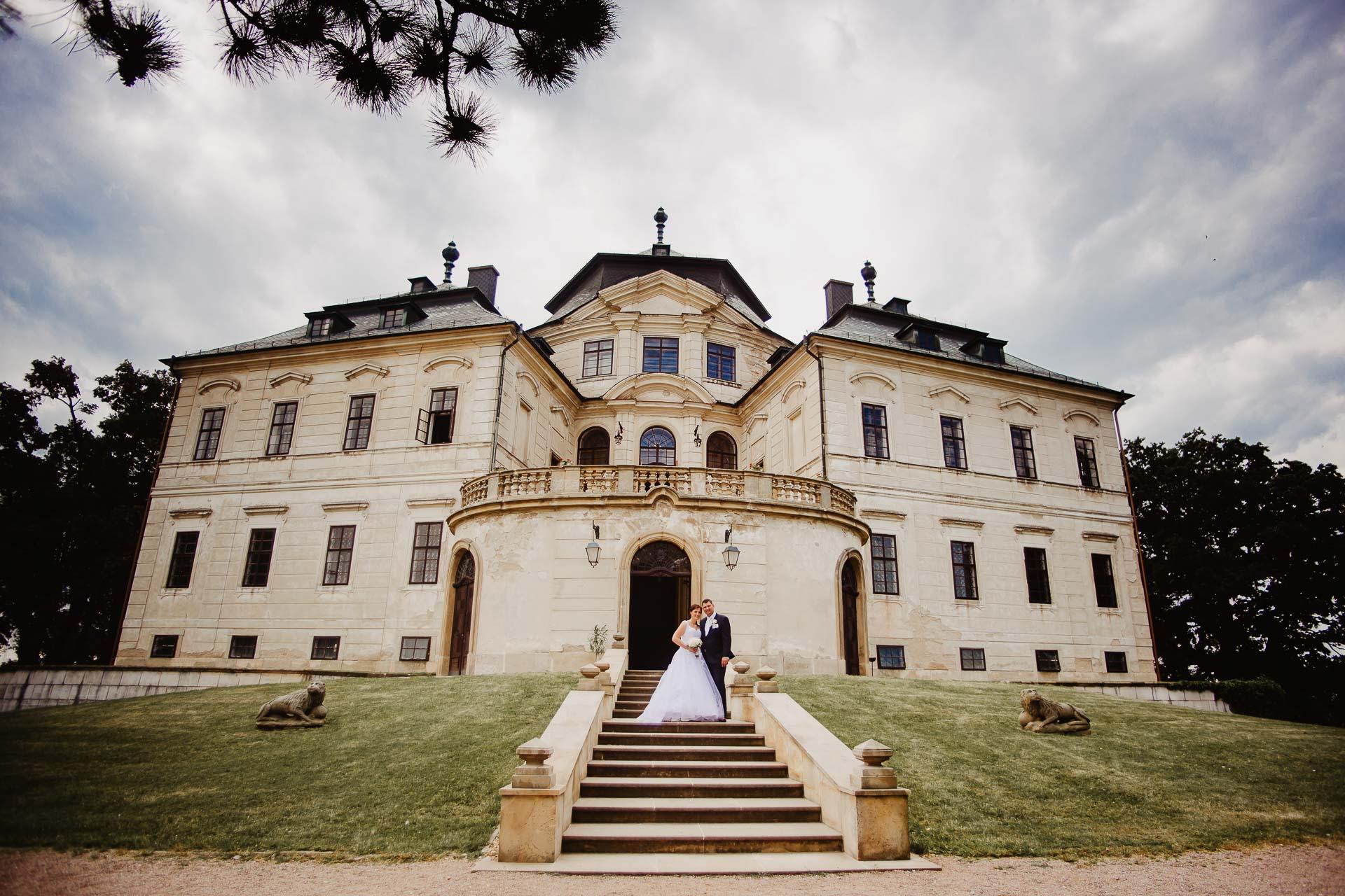 Svatební-fotograf-zámek-Karlova-Koruna-Chlumec-nad-Cidlinou-187