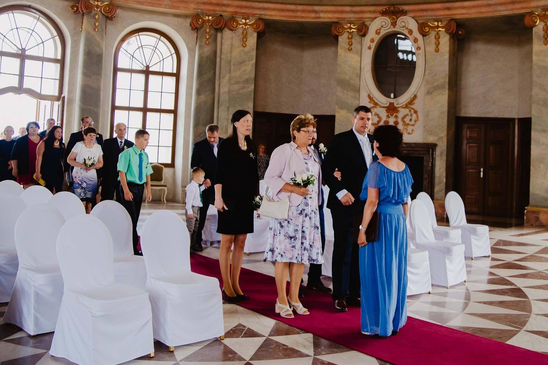 Svatební-fotograf-zámek-Karlova-Koruna-Chlumec-nad-Cidlinou-19