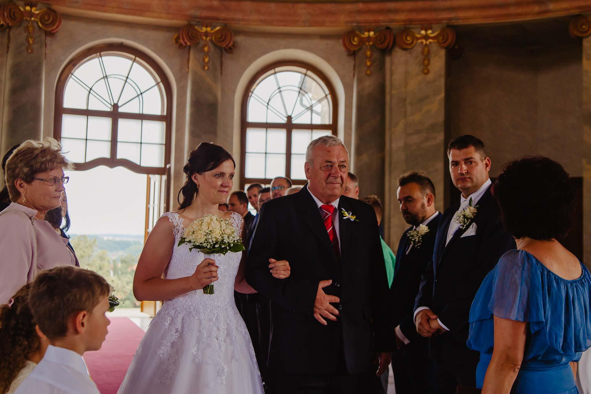 Svatební-fotograf-zámek-Karlova-Koruna-Chlumec-nad-Cidlinou-23
