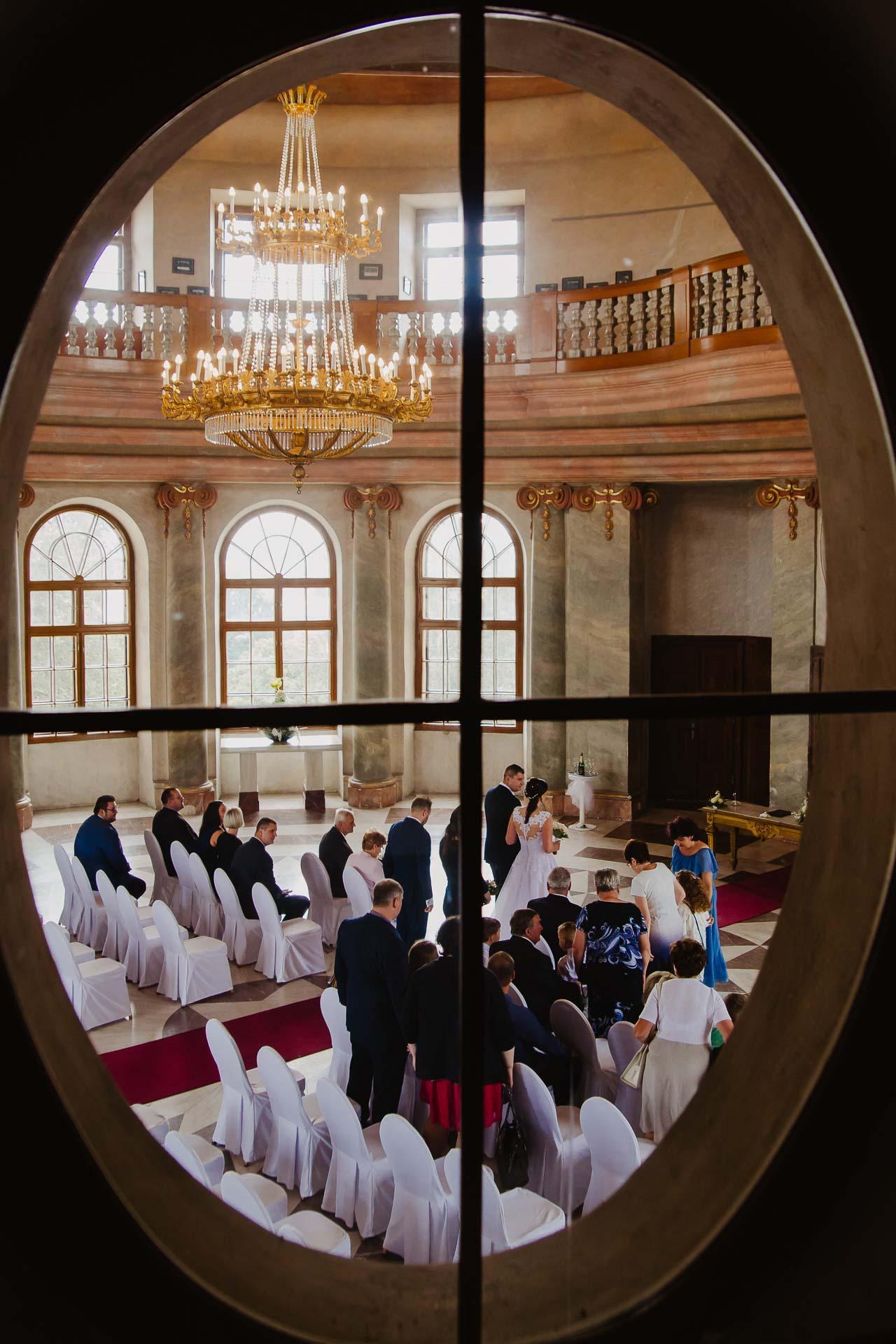 Svatební-fotograf-zámek-Karlova-Koruna-Chlumec-nad-Cidlinou-26