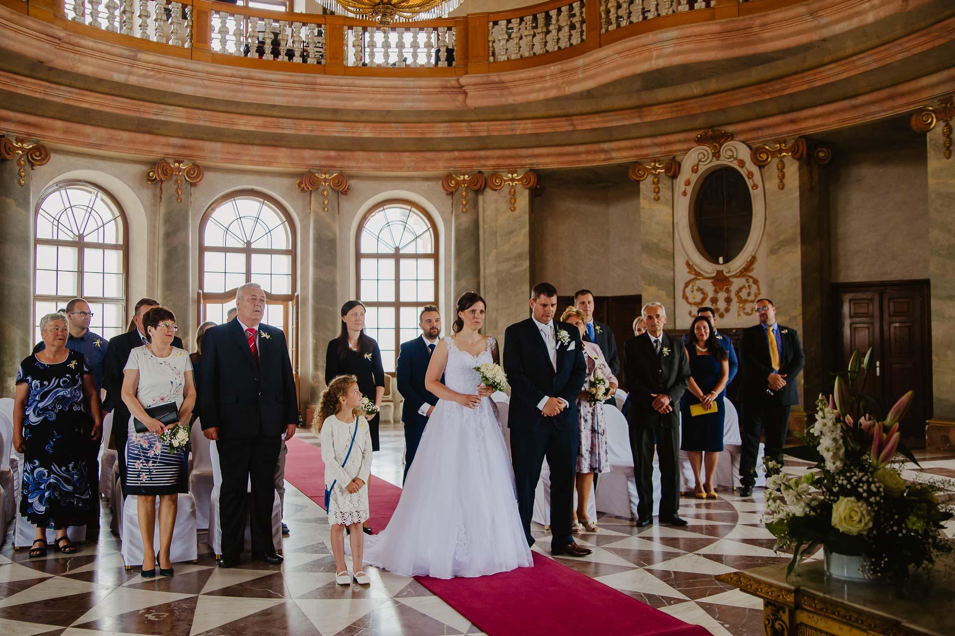 Svatební-fotograf-zámek-Karlova-Koruna-Chlumec-nad-Cidlinou-38