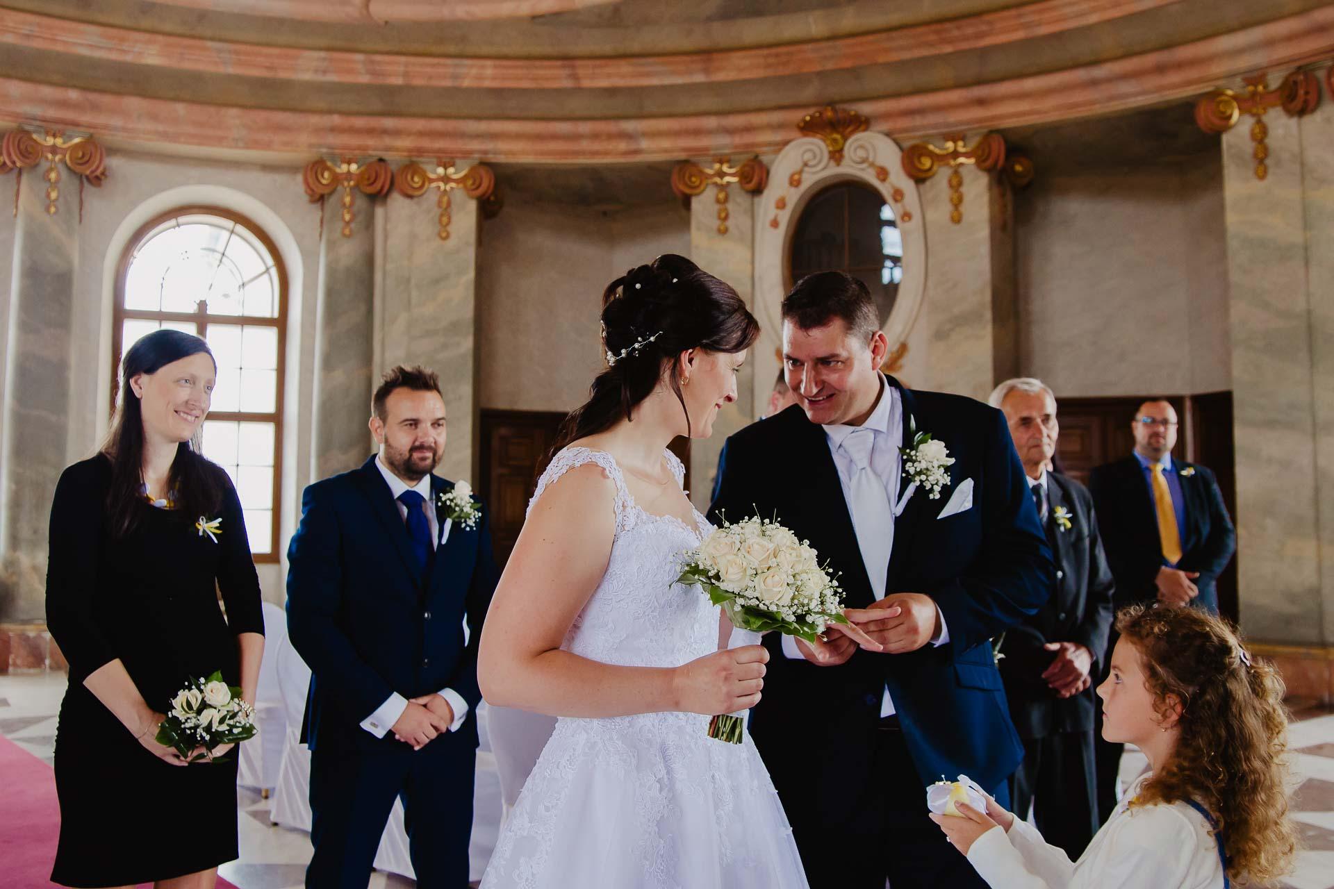 Svatební-fotograf-zámek-Karlova-Koruna-Chlumec-nad-Cidlinou-43