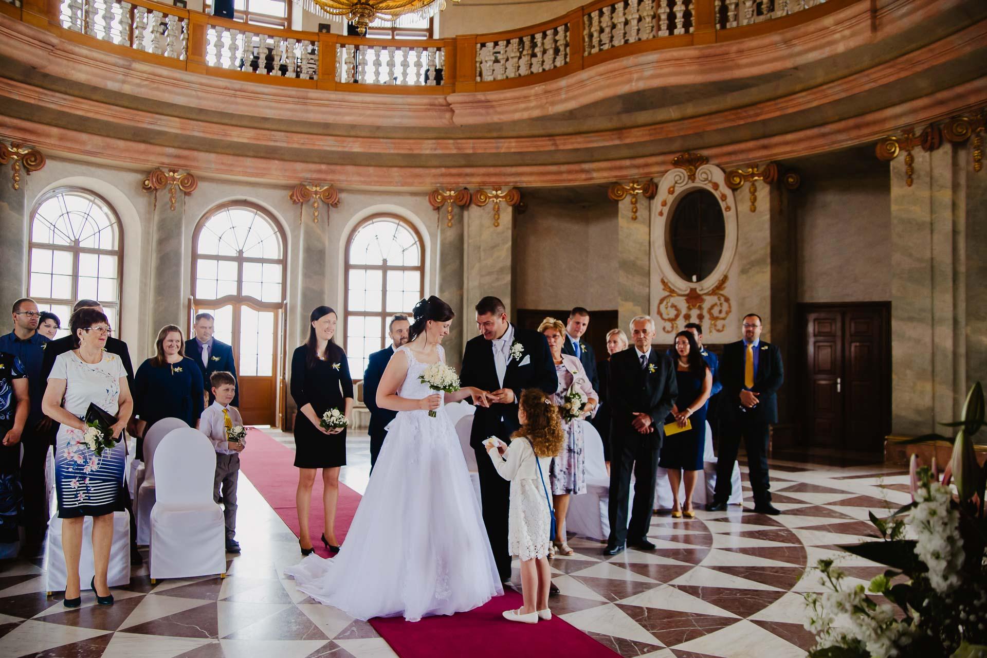 Svatební-fotograf-zámek-Karlova-Koruna-Chlumec-nad-Cidlinou-44