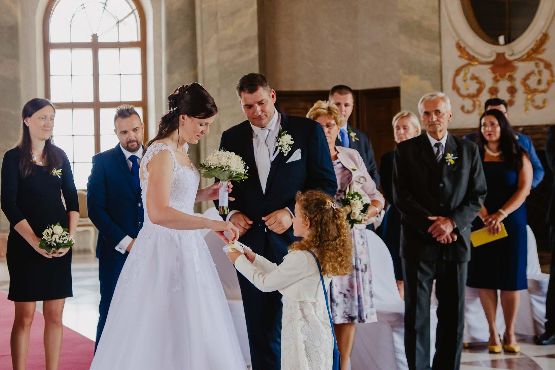 Svatební-fotograf-zámek-Karlova-Koruna-Chlumec-nad-Cidlinou-46