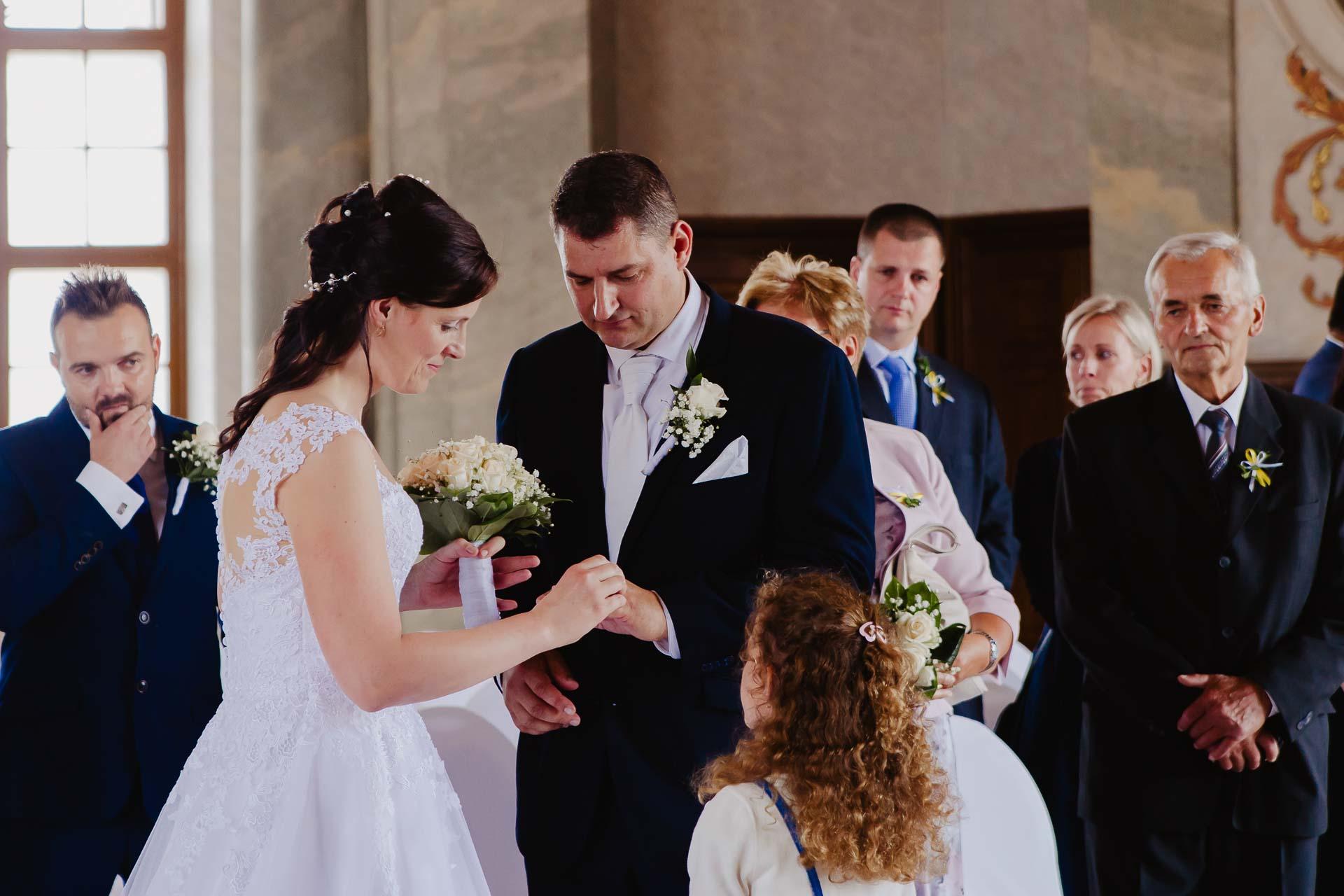 Svatební-fotograf-zámek-Karlova-Koruna-Chlumec-nad-Cidlinou-48