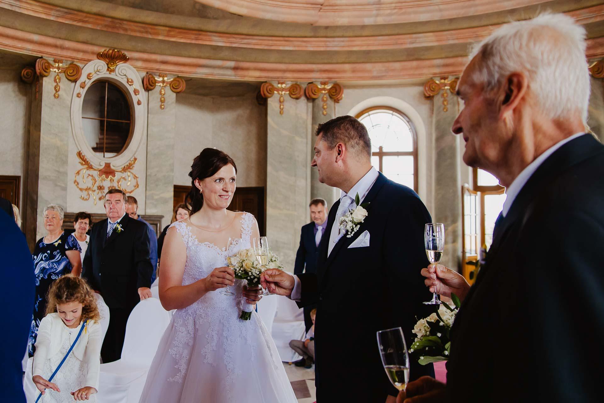 Svatební-fotograf-zámek-Karlova-Koruna-Chlumec-nad-Cidlinou-64