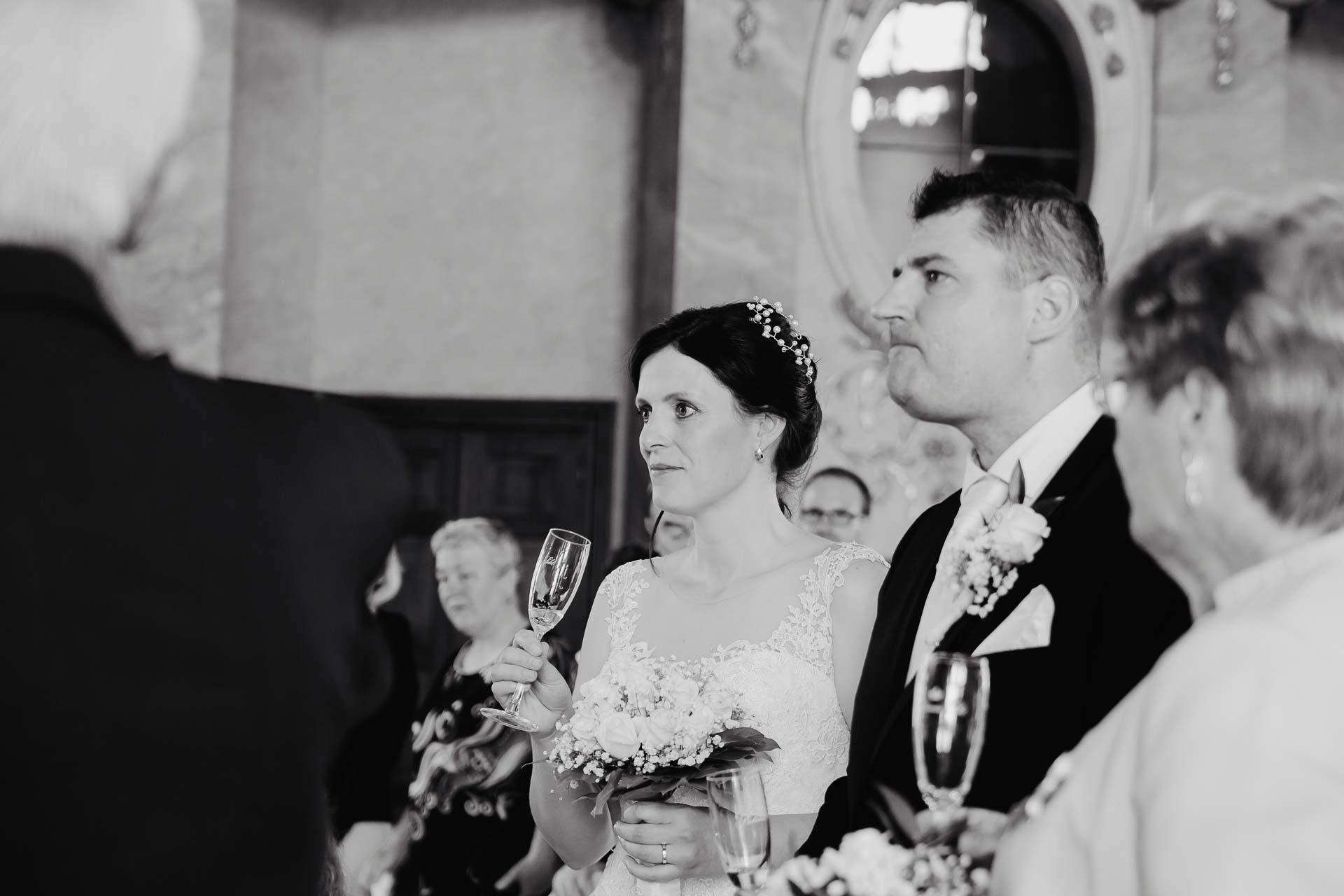 Svatební-fotograf-zámek-Karlova-Koruna-Chlumec-nad-Cidlinou-66