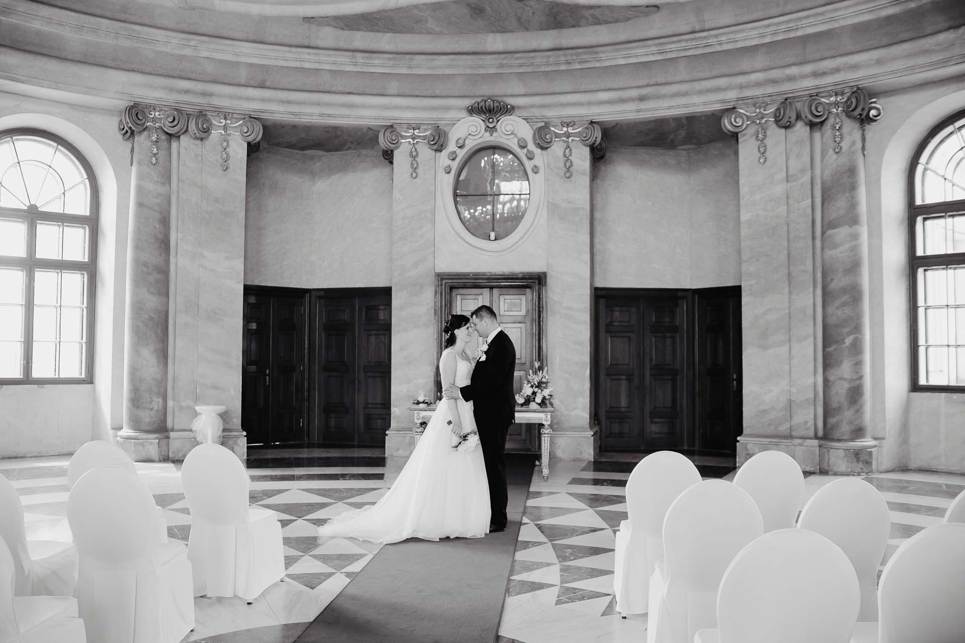 Svatební-fotograf-zámek-Karlova-Koruna-Chlumec-nad-Cidlinou-98