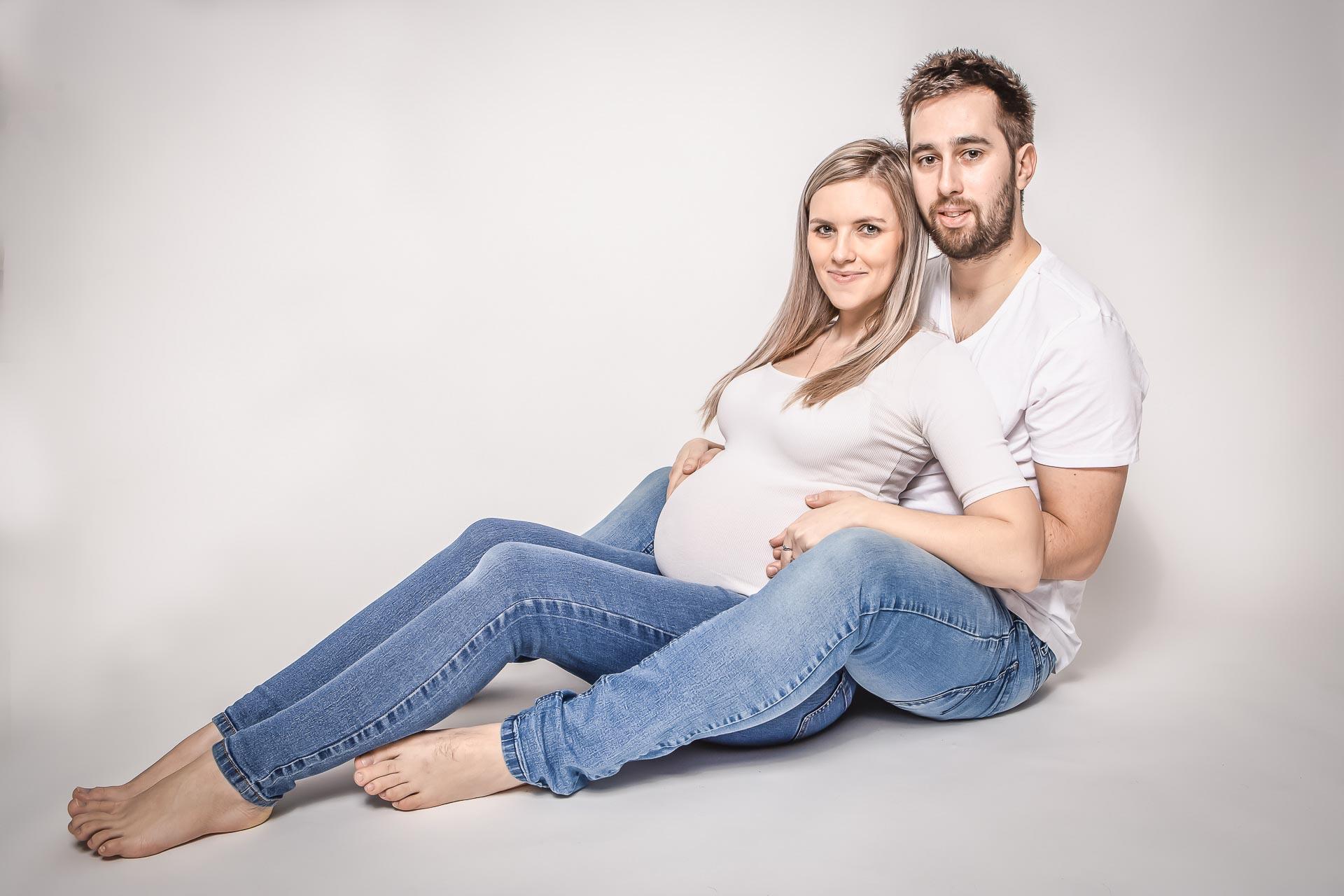 těhotenské-fotografování-v-ateliéru