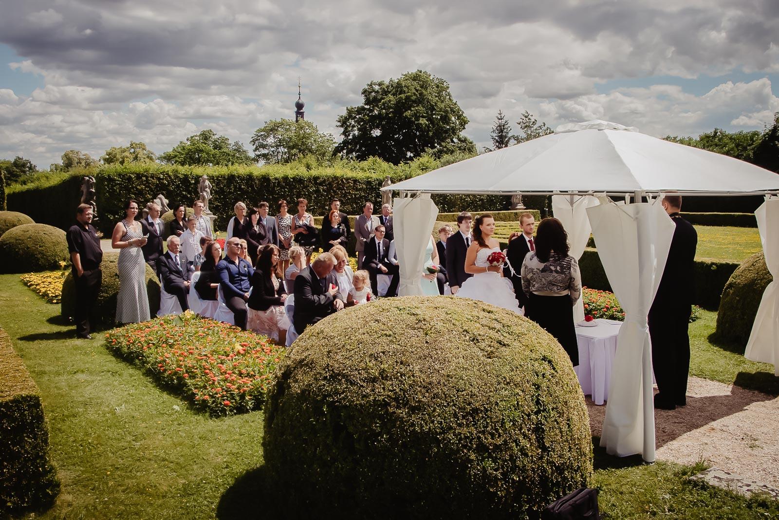 Svatba venku příprava svatebního obřadu Lysá na Labem, svatební agentura svatba venku
