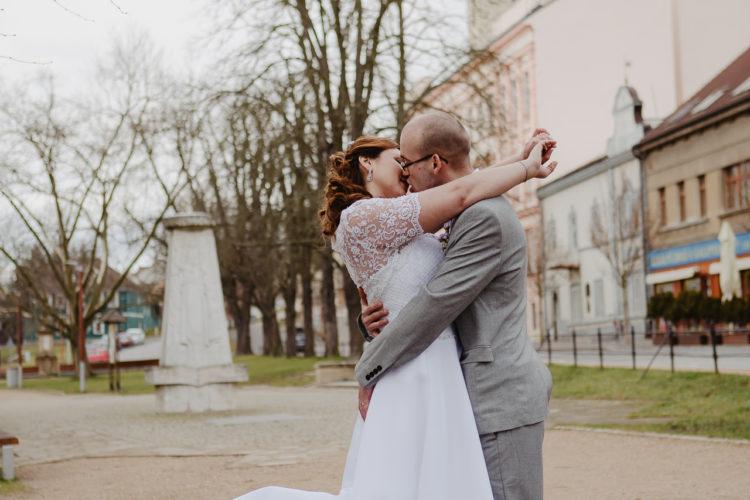 Svatba únor Lukáš&Nelia Lysá nad Labem - svatební fotograf-stuio-Beautyfoto-mezinárodní svatba, svatba na radnici