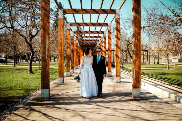 párové svatební fotografování, kolonáda Poděbrady, jarní svatba, studio Beautyfoto