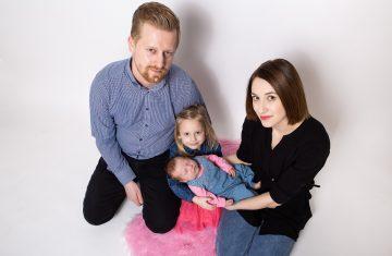 pohodové rodinné focení, rodinný fotograf Lysá nad Labem, rodinné focení, krásné fotografie rodin, dětí i miminek. Příjemný foto ateliér. Krásné rodinné fotky.